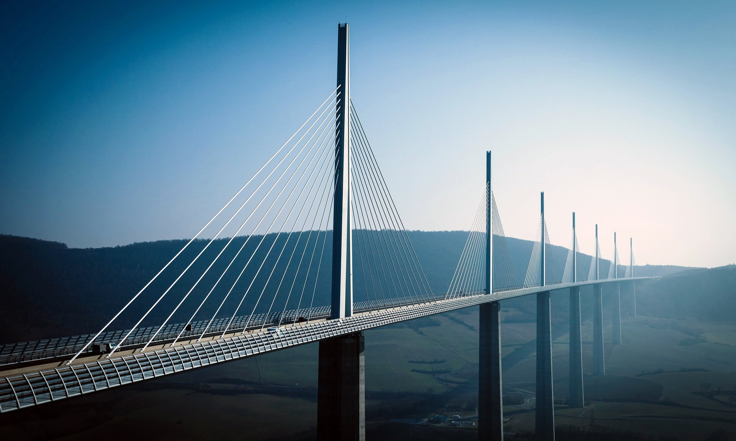 millau-viaduct-france-large-bridge-hd-wallpaper